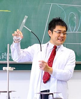 理科主任 秋山 哲二先生