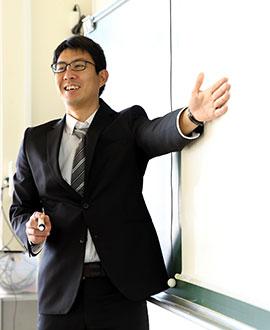 英語科主任 高橋 充先生