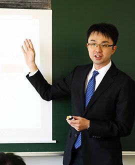 数学科主任 内山 貴雄先生