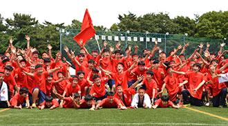 体育際での紅組の集合写真