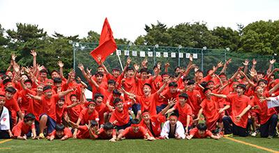 中学体育祭での紅組の集合写真