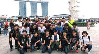 中3 修学旅行(シンガポール・マレーシア)での集合写真